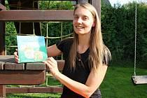 Martina Urbanová z Hustopeč nad Bečvou je autorkou dvou dětských knížek -  Dubínek a Modřínek aneb Malá dobrodružství lesních skřítků a právě vycházející knihy Kouzelný pokoj.
