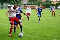 Fotbalisté Všechovic (v modrém) v přátelském utkání s Valmezem.
