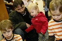 Mladí rodiče si museli od nového roku vybrat jednu z forem mateřské dovolené.
