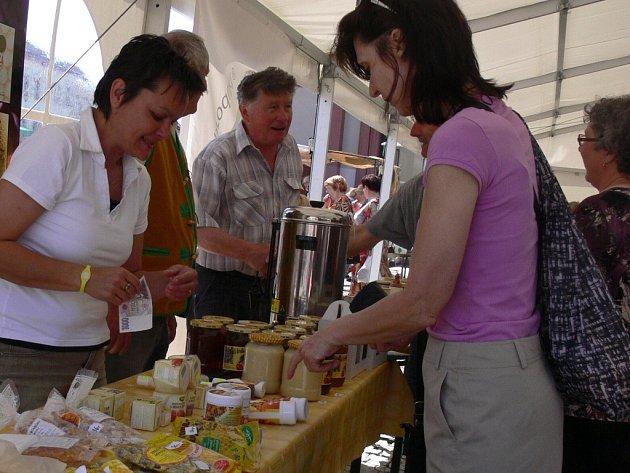 Některé zproduktů oceněných značkou kvality Moravská brána regionální produkt lze zatím koupit pouze na farmářských trzích. Speciální prodejnu se zatím zřídit nepodařilo. Ilustrační foto