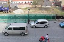 Naproti zámku se staví mulitfunkční třípodlažní dům