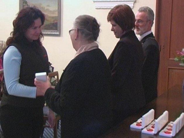 Dárci krve dostali Jánského plakety.