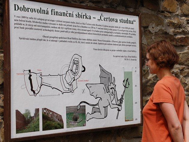 Na vytěžení Čertovy studny mohou přispět zakoupením cvočku za deset korun návštěvníci hradu Helfštýna
