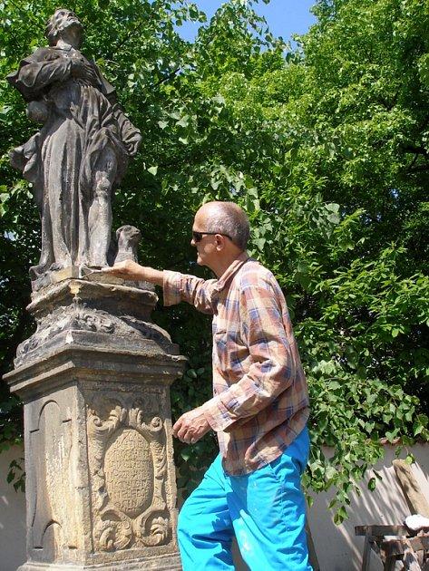 Pískovcová socha byla naposledy očištěna koncem osmdesátých let minulého století.
