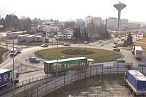 Hned tři rondely stojí v Hranicích na hlavním silničním tahu z Olomouce do Ostravy.