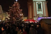 Vánoční strom a jarmark v Hranicích