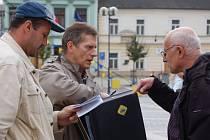 Předvolební mítink na náměstí T.G.M.  - Vladimír Hučín