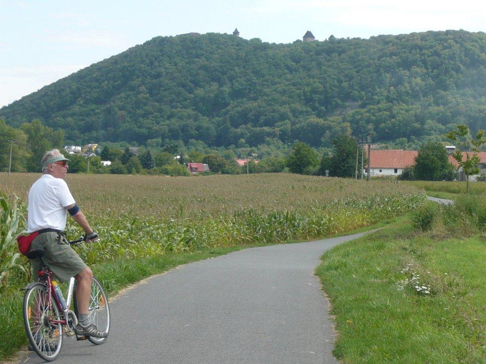 Na stezce mezi Lipníkem a Týnem nad Bečvou je krásný výhled na hrad Helfštýn.