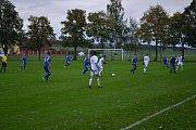 Fotbalisté Všechovic (v modrém) proti Velkým Losinám