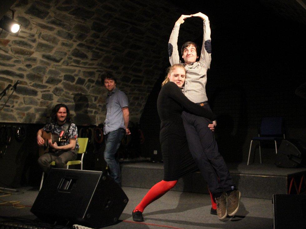 Olomoucký improvizační soubor O.LI.V.Y. navštívil Zámecký klub a předvedl skvělé představení
