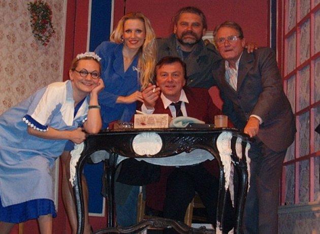Známý herec přijede do Hranic se svým vlastním divadelním souborem.