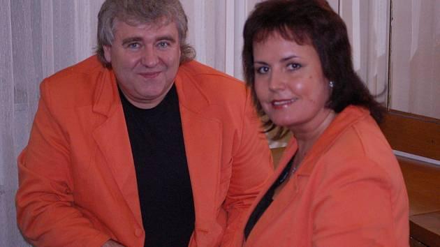 Duo Eva a Vašek vyprodalo sál Městského domu v Přerově do posledního místečka. Po každé skladbě následoval bouřlivý aplaus.