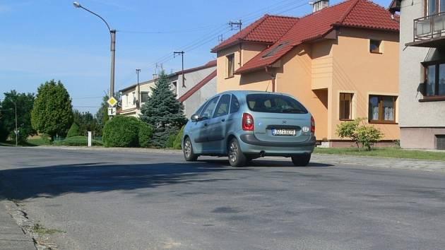 Neutěšený stav silnice ve Všechovicích