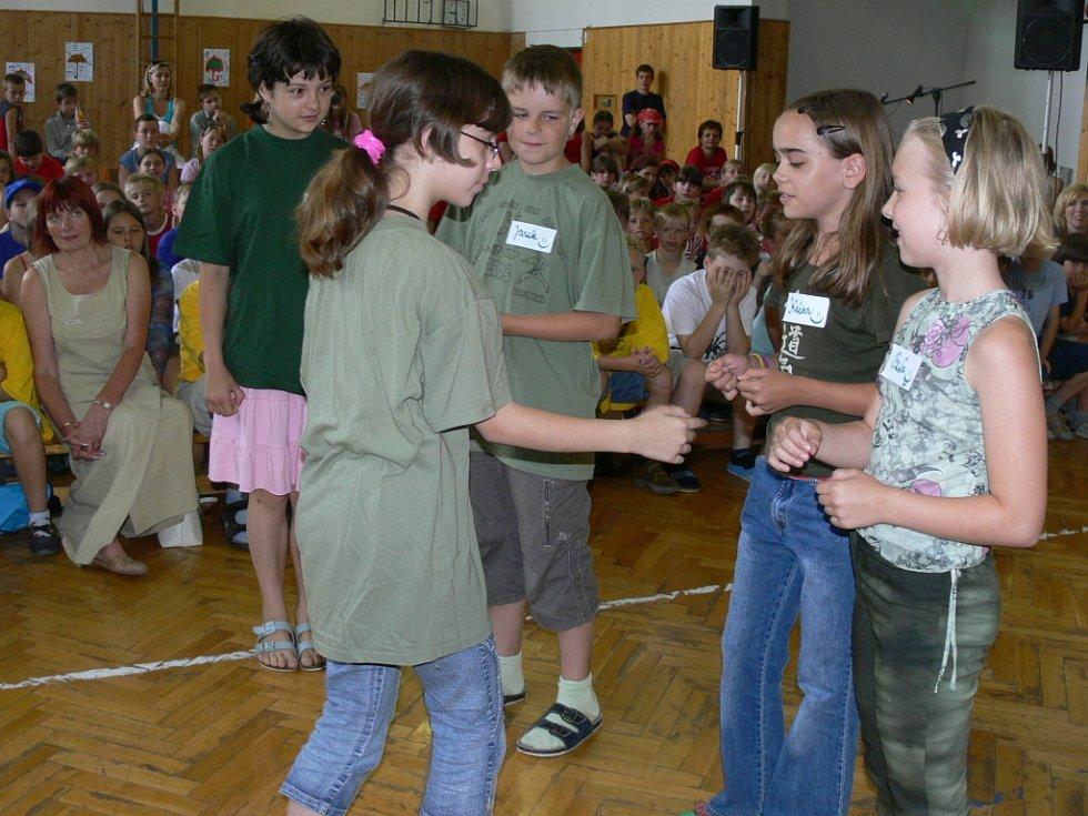 I zelený tým složený ze čtvrtých tříd ZŠ Struhlovsko prezentoval svůj úsudek na fyzické tresty ve škole.