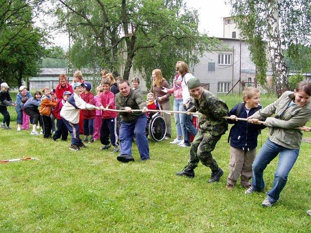 Na děti v kasárnách Jaslo čekalo spousta soutěží.
