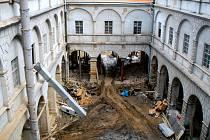 V Hranicích začala nová výstava, která mapuje historii hranického zámku, k vidění jsou také středověké kachle, které byly při rekonstrukci vroce 1998 vytaženy ze zdejších sklepů. Foto: archiv Muzeum a galerie v Hranicích