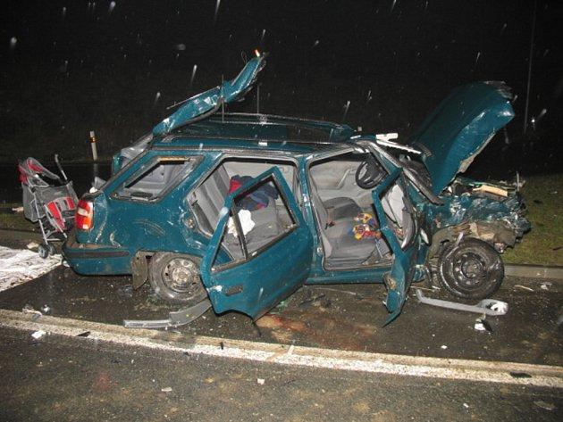 Při dopravní nehodě Na Horecku bylo pět lidí těžce zraněno.
