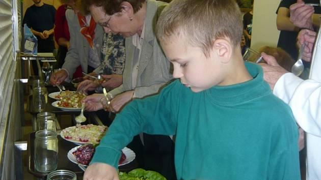 Soutěži o nejlepší zeleninový salát předcházela přednáška o luštěninách.