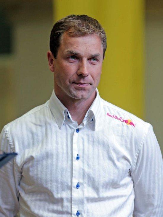 Letecký akrobat Martin Šonka. Vyhlášení nejúspěšnějších sportovců Hranic za rok 2014