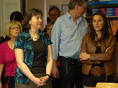 Zahraniční hosté nahlédli do jazykové učebny vybavené interaktivní tabulí a prohlédli si i celou školní budovu.