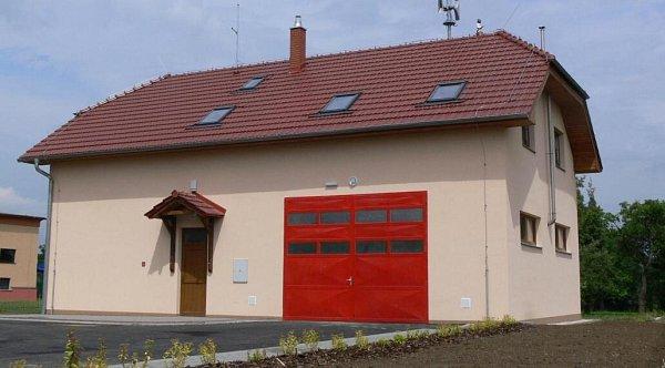 Nová hasičská zbrojnice ve Velké má po kolaudačním řízení, po prázdninách se otevře