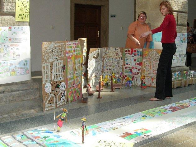 Sto šedesát kreseb zaplnilo zámek.