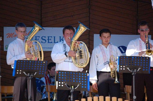 Divákům se v úvodu představil dechový orchestr ZUŠ Kyjov.