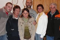 Hraničtí tenisté. Zleva Mužík, Císařová, Hendrychová, Gajdoš, Hloušková a Kádě.