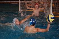 Starší žáci Klubu vodního póla Přerov mají za sebou dva finálové turnaje v Přeboru ČR a zatím neztratili ani bod.