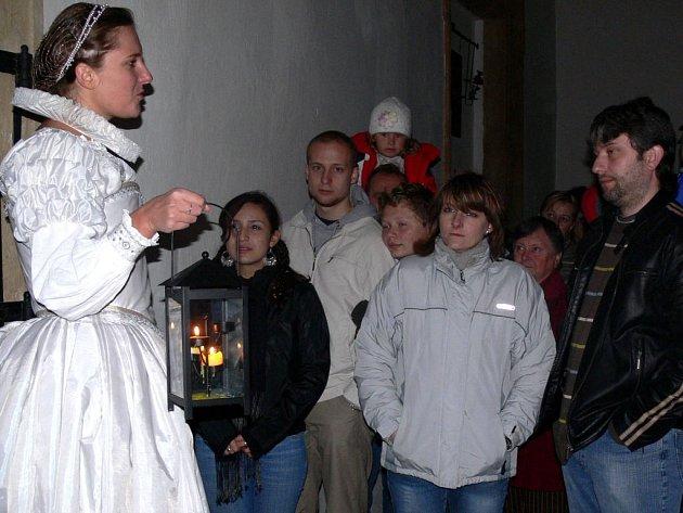 První se návštěvníkům zjevila plumlovská paní.