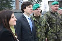 Americký velvyslanec Andrew H. Schapiro navštívil 7. mechanizovanou brigádu v Hranicích. Součástí návštěvy byla i prohlídka vojenské pozemní techniky.