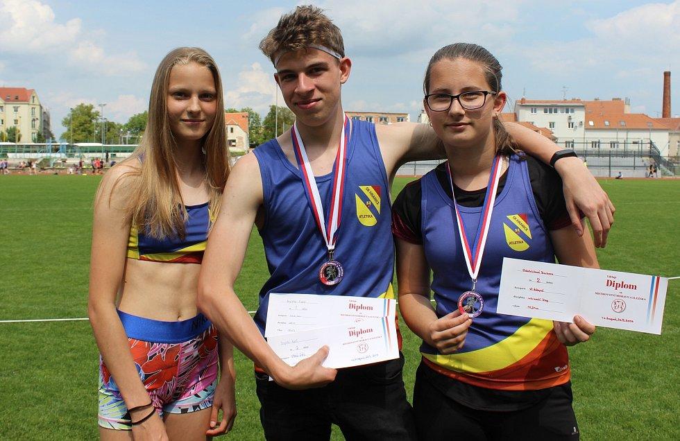 Zleva Julie Číhalová, Karel Brychta a Barbora Odstrčilová.