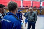 Házenkáři Hranic (v modrém) porazili Maloměřice. Miroslav Bartoň