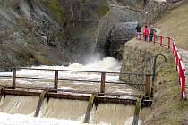 Povodí Moravy dosud nezveřejnilo rozbory sedimentů ze dna nádrže.