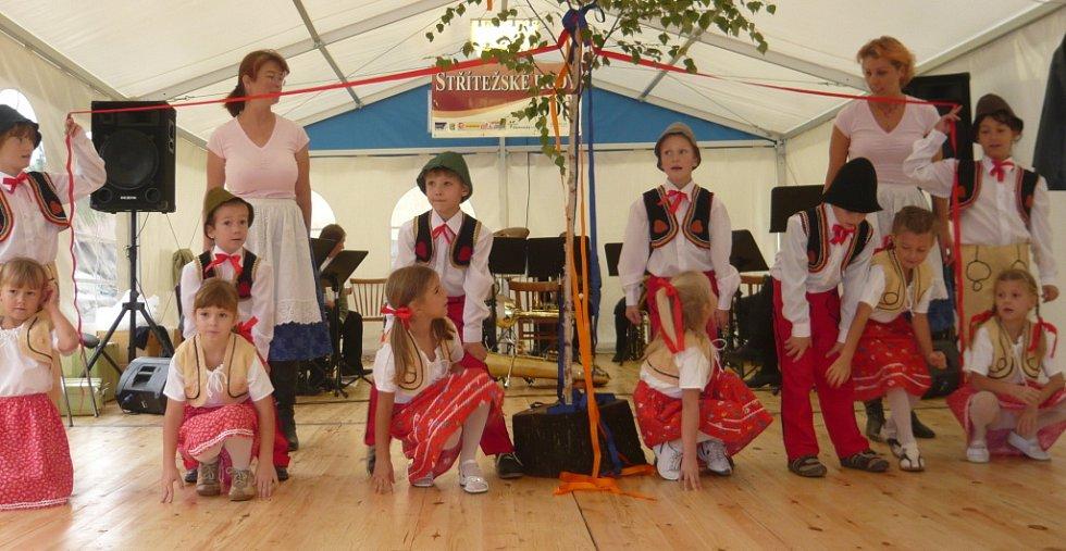 Se svým vystoupením nechyběli žáci místní mateřské a základní školy a folklorního kroužku.