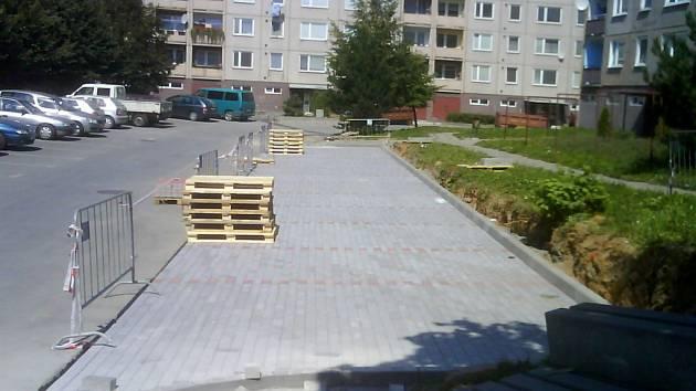Lidem na sídlišti Hromůvka se bude lépe parkovat.