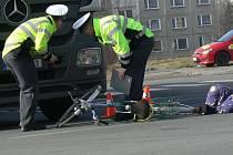 Čtvrteční dopravní nehoda na třídě 1. máje v Hranicích, při které došlo ke srážce kamionu s cyklistou.