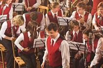 Dechový orchestr Základní umělecké školy Hranice pod vedením Miroslava Smrčky.