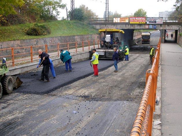 Oprava podjezdu v Předmostí skončí zhruba o dva týdny dříve oproti původním plánům.