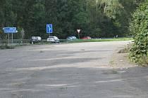 Plocha ve směru od Hranic na Opatovice je už roky nevyužitá. Parkoviště tam ale být nemůže.