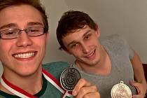 Judisté Železa Hranice uspěli na dvou velkých turnajích. V Bratislavě bral stříbro David Šatánek (vpravo) a bronzový Šimon Skurka.