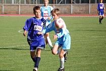 Rezervní tým starších žáků 1. FC Přerov (ve světlém) porazil na domácím hřišti vrstevníky z Lipníku 2:0.