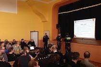 Celkem 145 dobrovolných hasičů se sešlo v sobotu 4. března do Velké, kde se konal již 12. ročník odborné přípravy jednotek Sboru dobrovolných hasičů zřízených městem Hranice. Foto: archiv HZSOL