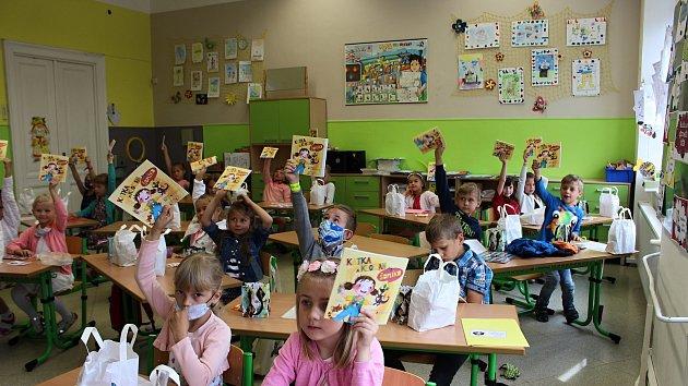 Děti ze ZŠ Drahotuše si převzaly v pátek 26. června vysvědčení.
