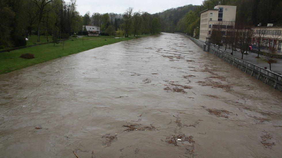 Bečva v Teplicích v poledne 28. dubna 2017