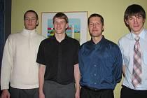 Šéftrenér prostějovské basketbalové mládeže Peter Bálint (druhý zprava) se svými někdejšími svěřenci, jež se prosadili do mužského týmu BK: vpravo Pavel Pumprla, druhý zleva Petr Dokoupil.