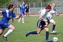 Ženy 1. FC Přerov (ve světlém) v domácím prostředí porazily Spartak Lubinu dvěma trefami Mokrušové ve druhém poločase.