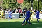Fotbalisté Všechovic (v modrém) proti FC Strání