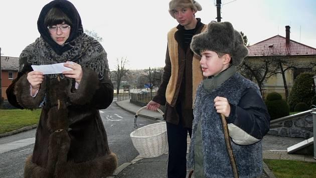 Děti na Štědrý den pozdravily ústecké obyvatele koledou