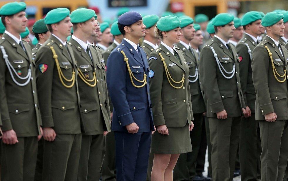 Slavnostní nástup vojáků v Hranicích s oceněním za misi v Afgánistánu